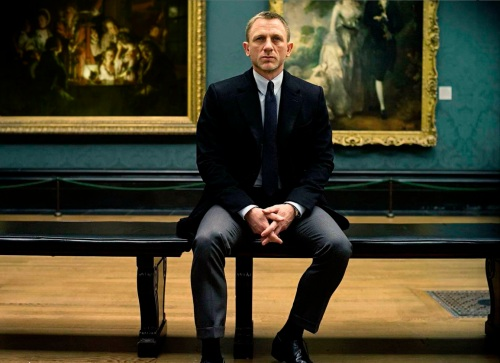 James Bond in the National Gallery in London